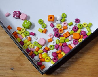 ASSORTMENT OF VARIOUS SIZES AND COLOR WOODEN BEAD