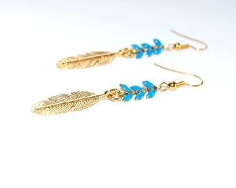 Blue spikes and feather chain earrings gold