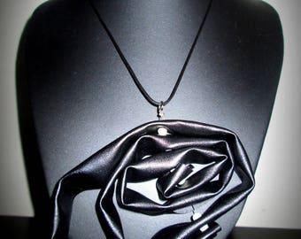 Eben black and white necklace