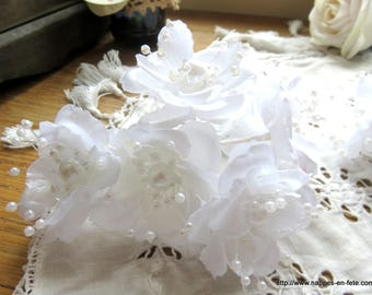 white or ivory color bridal hairstyle separable flower bouquet