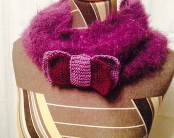 Choker knitted with a bow