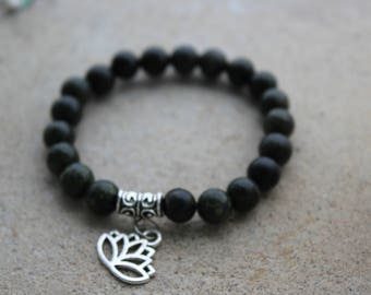 Bracelet serpentine lotus flower - stone of Protection.