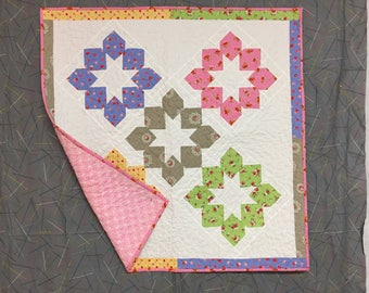 quilt, pieced, baby, floral,cotton,smoke free and pet free environment