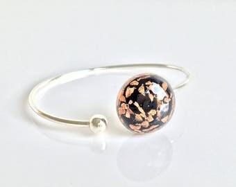 Glitter glass cabochon and silver bracelet. Spun by Rosa Rueda Lampwork Murano glass bead