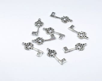 BR804 - Set of 8 silver metal key charms