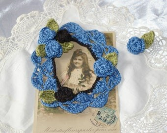 Blue picture frame for scrapbooking embellishment