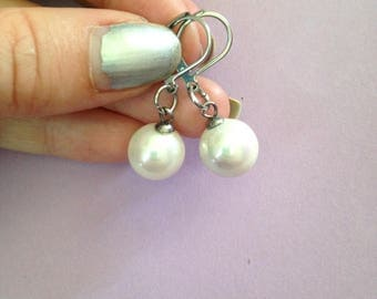 White color with glass bead earrings