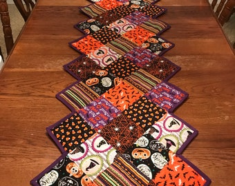 Halloween Quilted Table Runner - Zig Zag Table Runner - Reversible - Spiderweb Table Runner