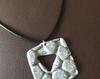 Square collar appearance Pebble perforates triangle!