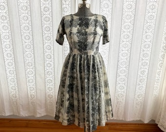50s Fit and Flare midi dress // Grey and white floral 50s dress