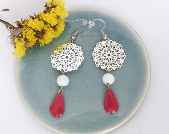 Dangling earrings with silver filigree