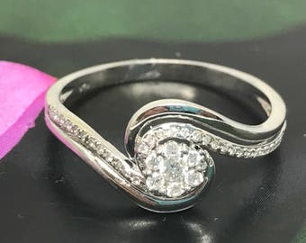 Gorgeous diamond flower ring - 14 K White Gold - 0.20 ct Diamond Promise Ring