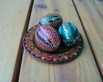 """A set of 4 pieces, Eggs in a plate, """"Pysanka"""" A painted Easter egg, a wooden egg, Ukrainian ornament."""