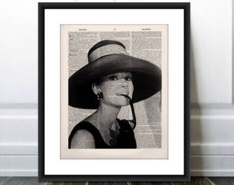 Audrey Hepburn Image PRINT, Black and White Hepburn wall decor,Audrey Hepburn Portrait,Fashion Image,Home Decor,Gift for Her,FAST SHIPPING