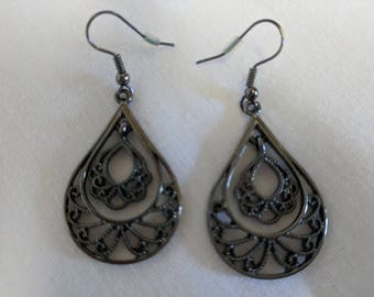 Black filigree pierced earrings.