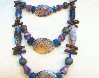 Three strand necklace, neck jewellery