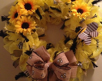 Bumble bee and sunflower wreath
