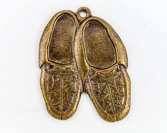 22mm Antique Brass Pair of Moccasins Charm (2 Pcs) #157A