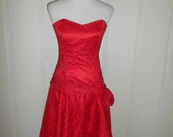 Closing Shop 40%off SALE Vintage 80s red lace dress          strapless                      Halloween Costume  PROM DRESS