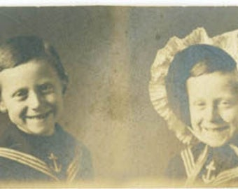 vintage photo 1915 Gem Miniature Photo Booth Strip Mom Little Boy Wears Girl's Bonnet