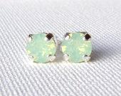 Chrysolite Opal Strass Ohrstecker / mint green Ohrringe / swarovskikristall / Geschenk für sie / Geburtstagsgeschenk / chirurgischem Stahl / Seafoam