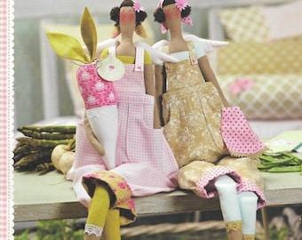 Tilda Craft Book | Tilda's Summer Ideas | Tone Finnanger | Summer Garden Themed Crafts | Kitchen Decor Ideas | Paper Crafts | Garlands