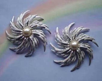 Vintage 60s Sarah Coventry Pinwheel Pins Set 2