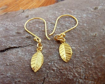 Gold Leaf earrings, gold dangle earrings, nature earrings, drop earrings, girlfriend gift. bridesmaid earrings