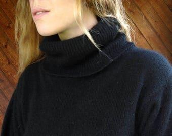 20% off SUMMER SALE. . . Black Silk Turtleneck Pullover Sweater - Vintage 80s - S/M