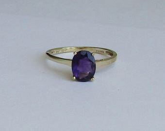 Lovely Simple 1+ carat Amethyst Solitaire Vintage Ring in solid 10K yellow gold, size 6, free US first class shipping