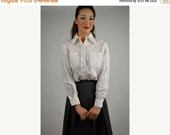 sale Vintage Shirt, 70s Shirt, White Shirt, Womens White Shirt, Seersucker Shirt,  Button Down Shirt, Dumwoodie Shirt, Size Medium