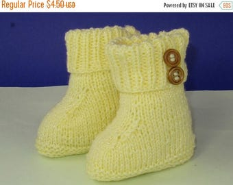 50% OFF SALE Instant Digital File pdf download knitting pattern - Easy Baby 2 Button Booties pdf download knitting pattern.
