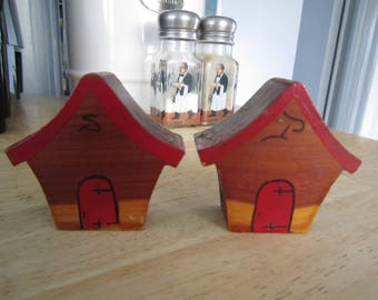 Wooden House/Bird Houses Salt and Pepper Shakers