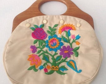 SALE Vintage Bermuda bag handbag purse. 1980s.  Wood handle. 4 button style. Floral embroidery cover.