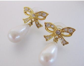 ON SALE Gorgeous Vintage Faux Pearl Bridal Earrings