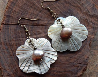 Seashell earrings - freshwater pearl statement earrings - floral design - mermaid jewelry - mermaid earrings - beach lover - bronze pearls