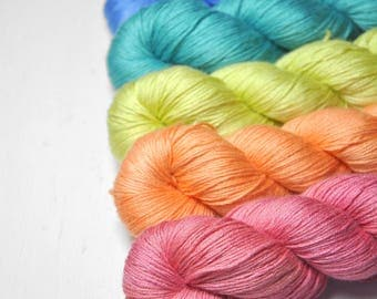 Drug induced happiness - Gradient of Silk/Cashmere Lace Yarn