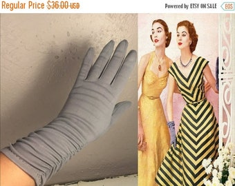 WW2 ENDS SALE Glen Grey & the Casa Loma Orchestra - Vintage 1950s Slate Grey Gray Nylon Over Wrist Ruched Gloves - 6.5/7