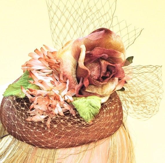 Derby Fascinator, Wedding Fascinator, Tea Party Hat, Mother of Bride Hat, Wedding Headpiece, Vintage Cocktail Hat, Button Hat, Dressy Hat