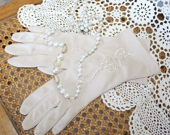 SALE 1950s Formal Evening Party Gloves . Vintage 50s 60s Champagne Beige Dress Gloves . Embroidery Floral Design . Size 7