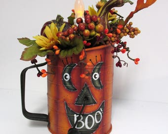 Halloween Vintage Hand Sifter with a Pumpkin Face, Jack-o-lantern, Hand Painted, 3 Cup Sifter, Tole Painted, Halloween Floral Decoration