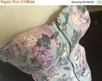 ON SALE NOW 80s bombshell floral denim dress / 1980s mini dress / full zipper dress / size s m