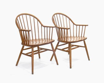Claud Bunyard for Nichols and Stone Continous Bow Back Windsor Chairs (Set of 2)