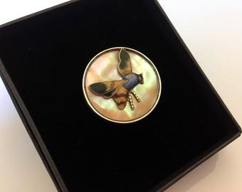 Antique edwardian insect bee enamel brooch on mother of pearl wirh silver rim