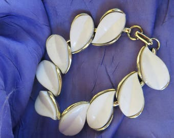 Lucite Bracelet Vintage White Lucite or Acrylic Leaf Shaped Link Vintage Bracelet Gold Tone Metal White Leaf Shape Summer Bracelet Vintage