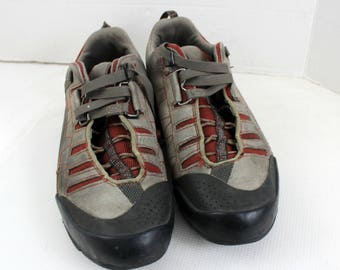 Men's 10 M Vibram Vasque hiking boots shoes 7056 M SOLD AS IS