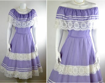 Romantic 70s lilac cotton & cluny lace dress Sz M | off the shoulder vintage square dance country prairie peasant gypsy festival rockabilly