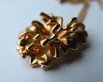 Leaf gold plated metal pendant with chain