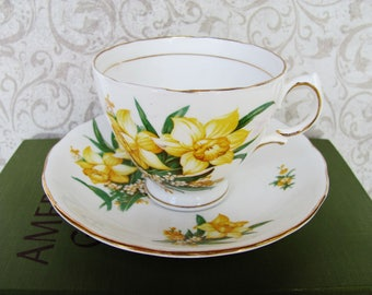 Tea Cup And Saucer Set English Royal Vale Staffordshire Colclough Potteries Royal License