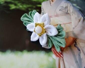 Hana Kanzashi Tsumami hairclip for wedding with white and green flower